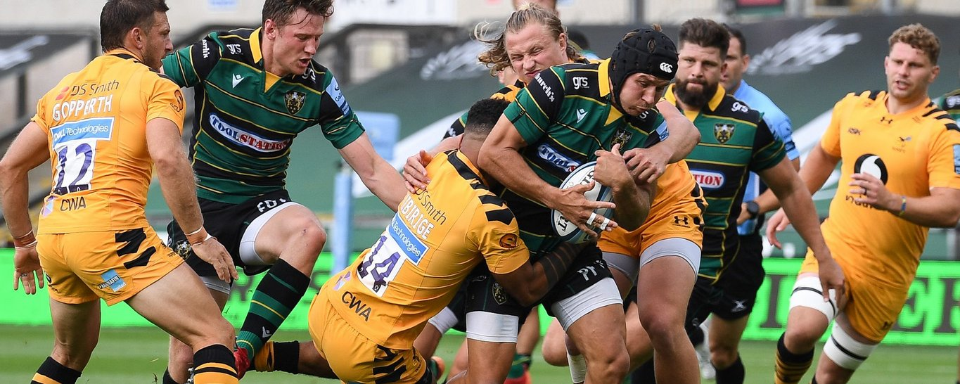 Piers Francis carries for Saints at Franklin's Gardens