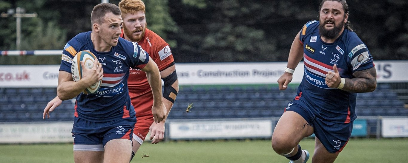 Tom James in action for Doncaster Knights