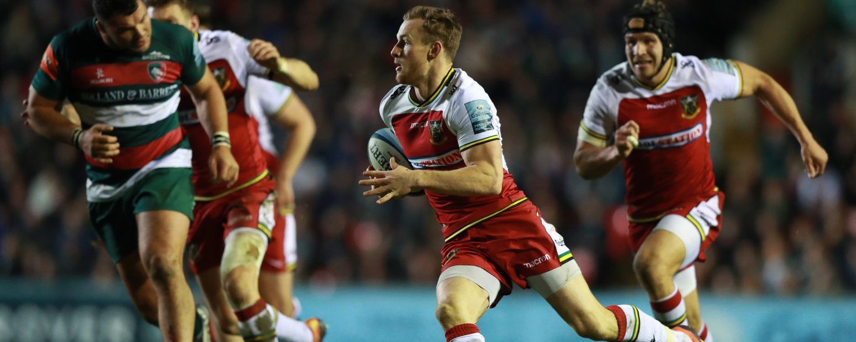 Rory Hutchinson makes a break for Saints