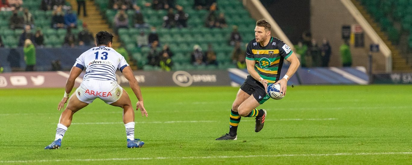 Dan Biggar looks to pass for Northampton Saints