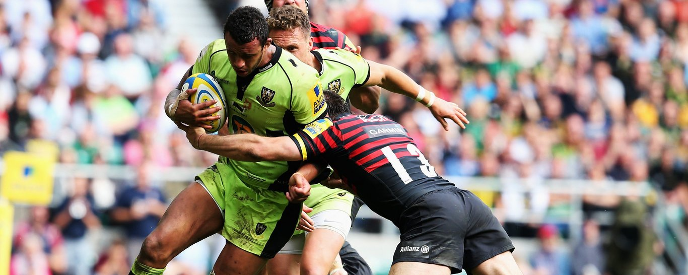 Courtney Lawes holds off Marcelo Bosch