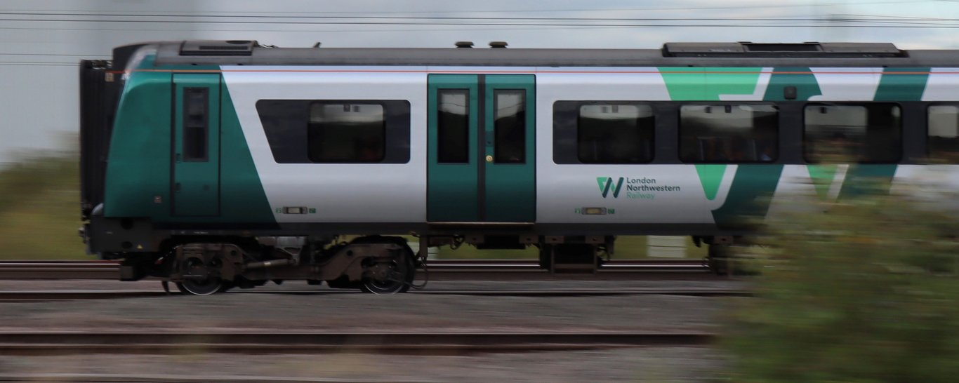 Northampton Saints have agreed a partnership with London Northwestern Railway.