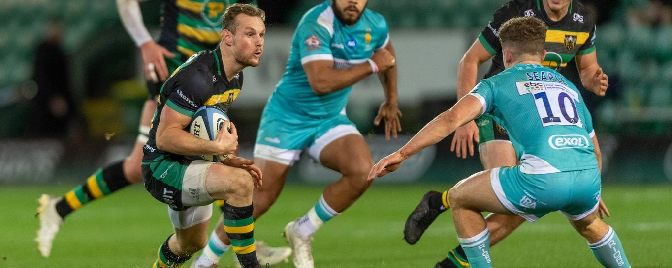 Rory Hutchinson in action for Northampton Saints against Worcester
