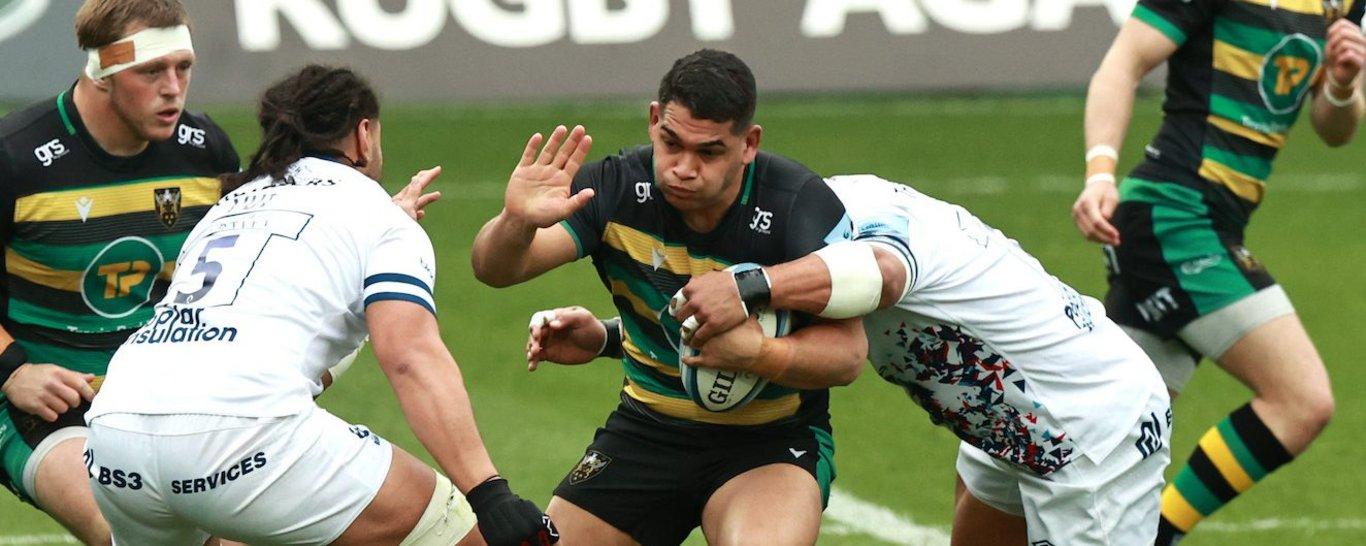 Sam Matavesi carrying the ball for Northampton Saints