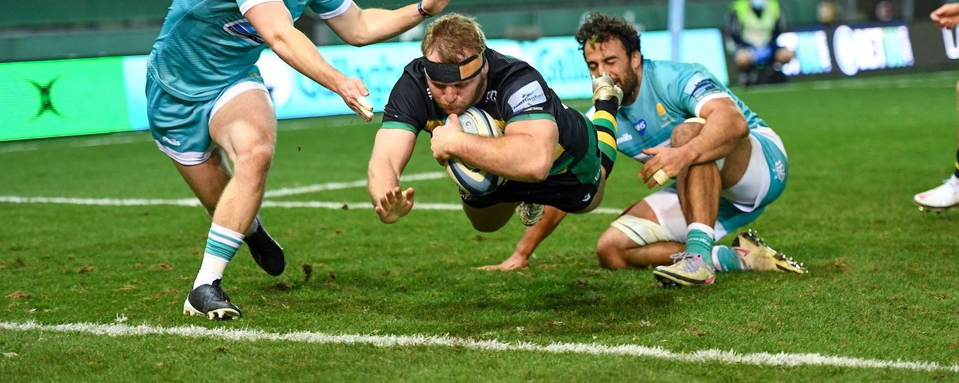 Mike Haywood scores for Northampton Saints